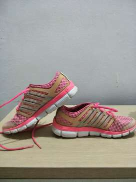 Sepatu adidas bekas