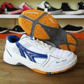 Ready sepatu badminton/ tenis