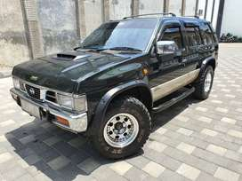Nissan Terrano Kingsroad 2.4 manual bensin 1997