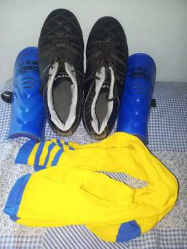 Nevia football shoes kit