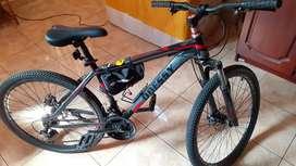 Sepeda gunung Odessy hitam , jarang dipakai .