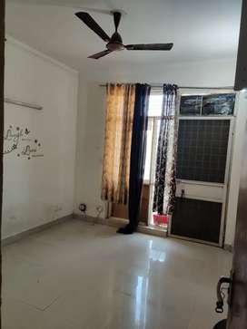 Single Room is Available in 4bhk apartment