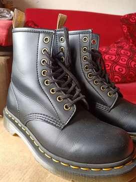 Sepatu docmart (dr martens)