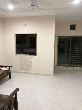 room space for rent in  gujranwala cantt for lady only