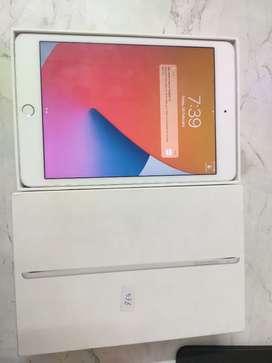 iPad mini 4 Silver 128gb, Wi-Fi Awesome Condition