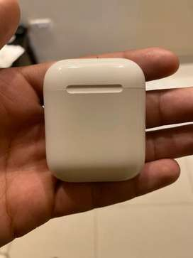 Apple Airpods charging case iphone