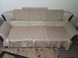 5 seater beautiful sofa set in better condition