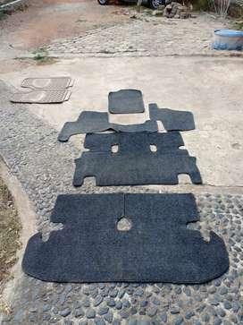 Karpet lantai mobil