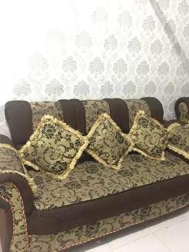 sofa empuk warna coklat