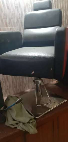 Parlour hydraulic chair