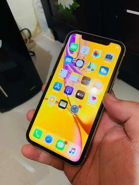 I phone xr 64gb yellow like new
