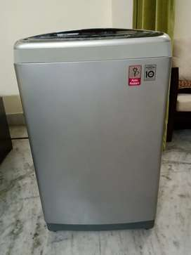 LG top load 7 kg fully automatic washing machine