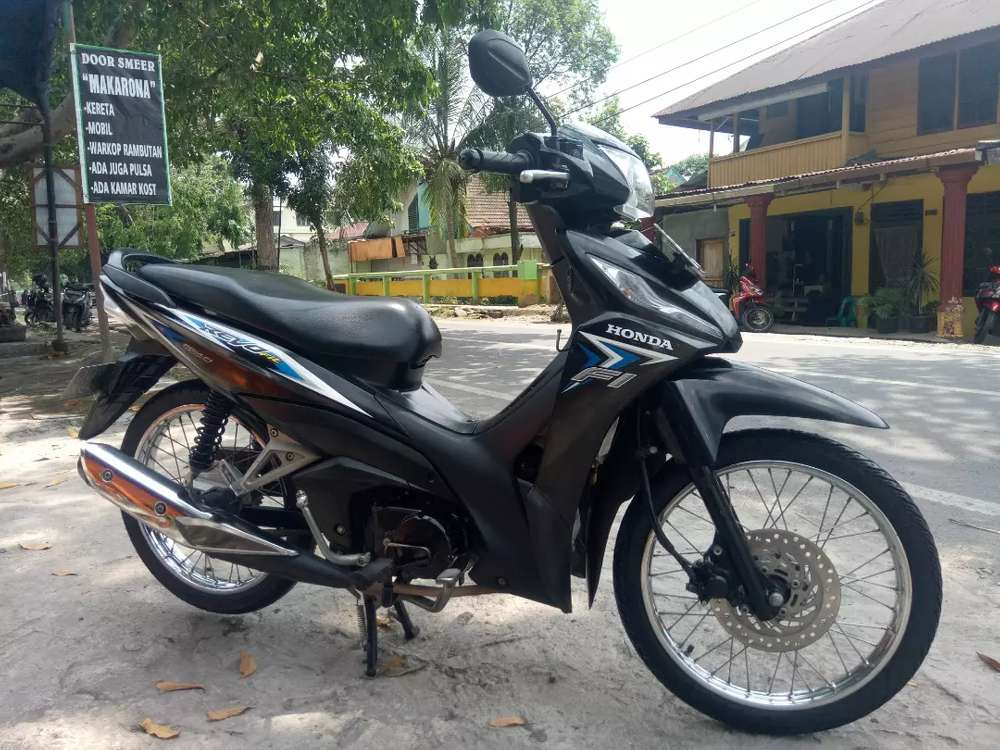Honda Revo Fit PGM FI  Full Injection Hitam