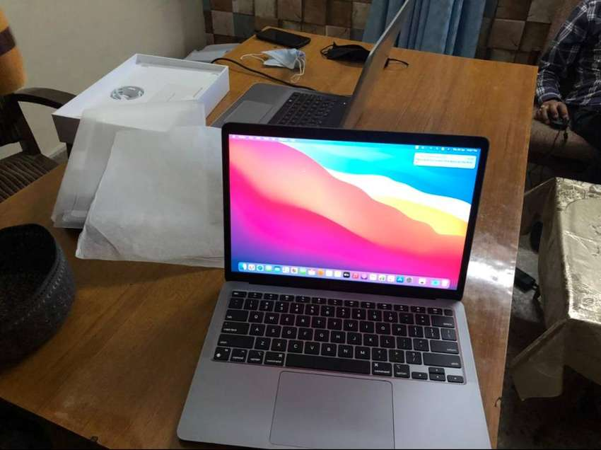 MacBook Air M1 8gb 256gb 5 days used only