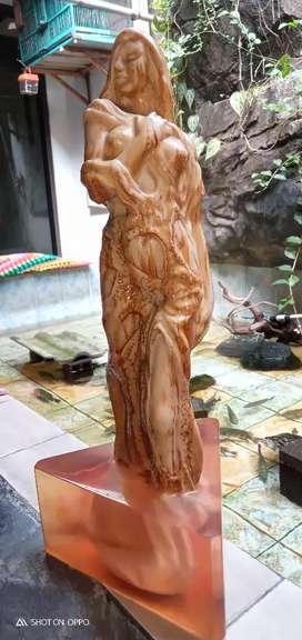 Patung Nona Artistik