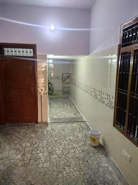 ROOMS AVAILABLE FOR RENT ON MAIN ROAD HOUSE !!! Grab it