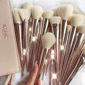 ICONIC LONDON MAKEUP BRUSH SET (Set of 12 Brushes)