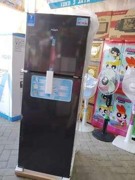 Kulkas 2 pintu AQUA japan aqr 270 DS + ice twist + rak cosmetic