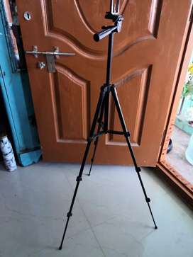 GeekStuff 3110 Tripod Stand with Phone Holder and mice holder