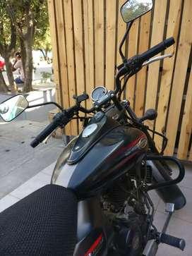 Bajaj avenger 220 street (well maintained)