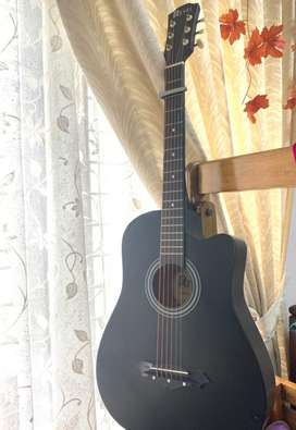 Excellent guitar for beginners, Free guitar bag and 2 Strikers