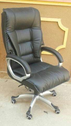 Office md executive  chairs 100 nos available