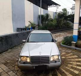 Mercedes Benz E220 Masterpiece M/T W124