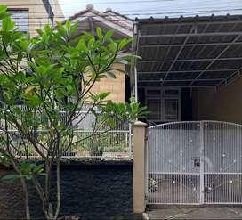 Dikontrakan rumah di lokasi strategis dekat rumah sakit Azra, kampus
