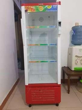 Show case baru 2bln pakai,dijual krna mau pindahan