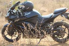 Kawasaki ninja 250 in black clour
