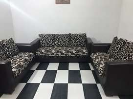 7seater sofa in brand new condition with cover