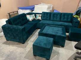 Brand new desgner L shape sofa with one tble nd 2puffies latest
