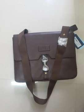 Brand New With PRICE TAG-  Hidesign EE JAGUAR 03 Men's MESSENGER BAG