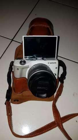 Dijual kamera EOS M3 White