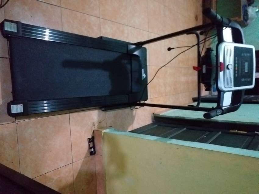 Dijual treadmill elektrik plus fungsi pengecil perut, harga nego