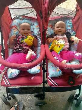 Stoller bayi kembar