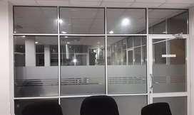 Ruang kantor pasang stiker sanblas & kaca film menambah kesan ekslusif