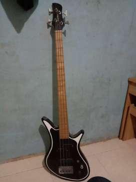 Jual gitar bas gan masih mantap punya.