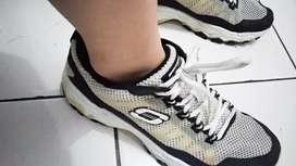Sepatu skechers runing