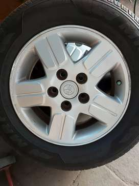 Innova,Ertiga etc vehicles using 15 inch type 1 alloy wheel and nut