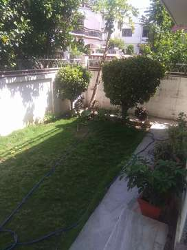 there is a very nice house , there is a garden in the front and back s