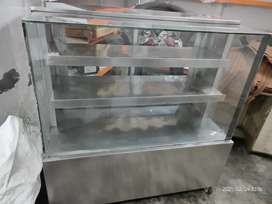 DISPLAY COUNTER IN MINT CONDITION WITH EXTREME COOLING