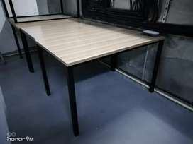 Table with 4 legs