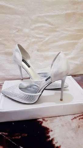 Sepatu high heels silver