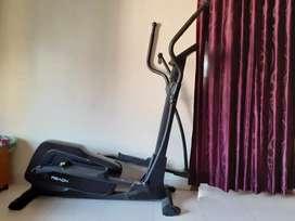 Cross trainer machine
