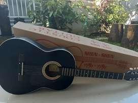 Dijual Gitar Merk Shen Shen, kondisi terawat seperti baru