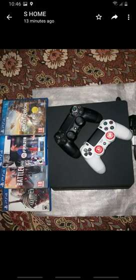PS4 SLIM WITH GAMES And 2 original  Controllers