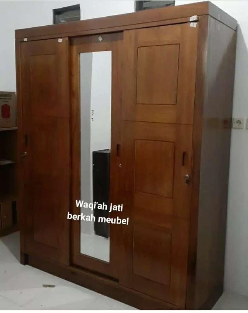 Lemari pakaian minimalis modern, pintu 3, bahan kayu jati tua asli