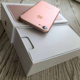 Apple iPhone 7 models is available with bill box and all accessories