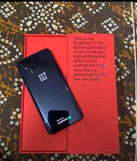 Oneplus 7T Pro available with all accessories